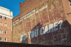 Você importa-se grafittis da parede Imagens de Stock