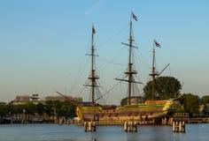 VOC船在阿姆斯特丹港口 库存照片