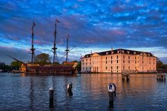 VOC Wschodni Indiaman Amsterdam i obywatel Morscy Zdjęcia Stock