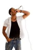 Vocalista afroamericano con el micrófono Fotos de archivo