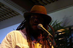 Vocalista del primer del canto de la banda de la dirección Imagenes de archivo