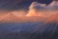 Vocalno de Bromo au lever de soleil, Java-Orientale, l'Indonésie Photo stock