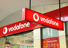 Vodafone är ett multinationellt telekommunikationföretag för britt som har filialer över världen liksom denna i Melbourne Royaltyfria Bilder