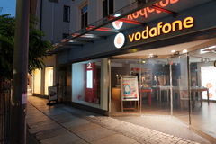 Vodafone en la noche Fotos de archivo