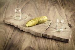 Vodca e pepino conservado Fotografia de Stock Royalty Free