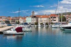 Vodice是亚得里亚海的海岸的一个小镇在克罗地亚 免版税库存图片