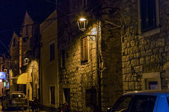 Vodice на ноче, Хорватии стоковые фото