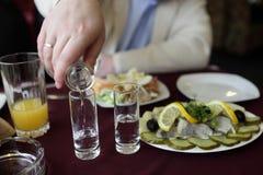 Vodka con las salmueras Fotografía de archivo libre de regalías