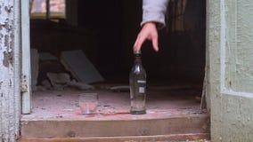 Vodka de boissons alcoolisées banque de vidéos