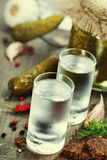 Vodka rusa con pan negro tradicional Fotografía de archivo libre de regalías