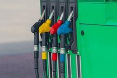 Voed uw auto De pomp van de brandstof royalty-vrije stock fotografie