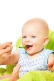 Voedende baby van lepel stock fotografie