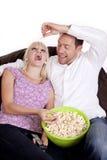 Voedende popcorn Royalty-vrije Stock Afbeeldingen