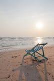 Voederbak op het strand royalty-vrije stock afbeeldingen