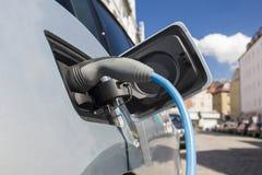 Voeding voor het elektrische auto laden Stock Fotografie