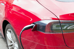 Voeding voor het elektrische auto laden Elektrische auto die st laden Royalty-vrije Stock Foto's