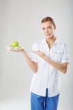 Voedingsdeskundige vrouwelijke Arts die een groene appel houden Royalty-vrije Stock Fotografie