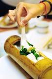 Voedsel in bamboe Royalty-vrije Stock Fotografie