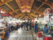 Voedsel bij de Ben Thanh-voedselmarkt in Ho Chi Minh City in Vietnam stock foto's