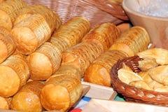 Voedsel bij traditionele streetmarket stock foto