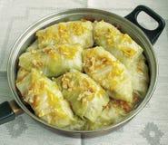 Voedsel cookery Kool met vlees op een pan royalty-vrije stock foto's