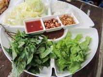 Voedsel dat in bladeren wordt verpakt Stock Afbeelding