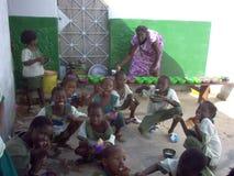 Voedsel in de scholen en de universiteiten van Guinea-Bissau Royalty-vrije Stock Foto's