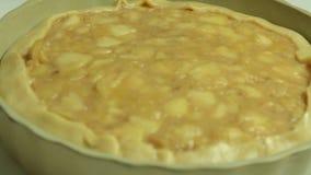 Voedsel die en van gebakken appeltaart stileren koken stock footage
