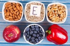 Voedsel die vitamine E, mineralen en dieetvezel, gezonde voeding bevatten stock afbeeldingen