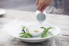 Voedsel en droge ijsrook Stock Afbeeldingen