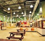Voedsel-hof van het winkelende centrum van Zelenopark in Moskou Stock Afbeeldingen