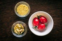Voedsel ingradients op de lijst Royalty-vrije Stock Foto's