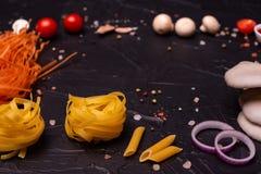Voedsel, Macaroni, Deegwaren, Spaghetti Samenstelling van deegwaren stock foto