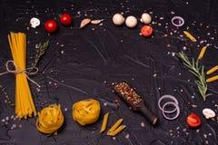 Voedsel, Macaroni, Deegwaren, Spaghetti Samenstelling van deegwaren stock foto's