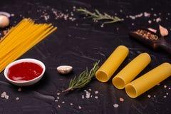 Voedsel, Macaroni, Deegwaren, Spaghetti Samenstelling van deegwaren stock afbeelding