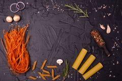 Voedsel, Macaroni, Deegwaren, Spaghetti Samenstelling van deegwaren royalty-vrije stock afbeelding