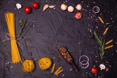 Voedsel, Macaroni, Deegwaren, Spaghetti Samenstelling van deegwaren royalty-vrije stock foto