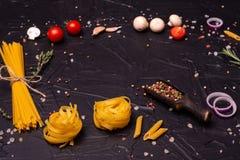 Voedsel, Macaroni, Deegwaren, Spaghetti Samenstelling van deegwaren royalty-vrije stock foto's