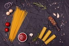 Voedsel, Macaroni, Deegwaren, Spaghetti Samenstelling van deegwaren royalty-vrije stock afbeeldingen