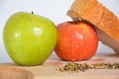 Voedsel op een houten plaat Stock Foto
