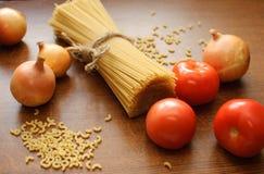 Voedsel op een lijst Stock Afbeeldingen
