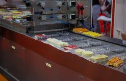 Voedsel plastic verpakkende machine stock afbeeldingen