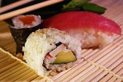 Voedsel: sushi & maki Stock Afbeeldingen