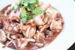 Voedsel van pijlinktvis wordt gemaakt die Stock Foto's