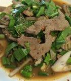 Voedsel van Thailand, de zoete kruidige salade van de varkensvleeslever Stock Afbeelding