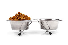 Voedsel voor huisdierenkom op wit Royalty-vrije Stock Afbeelding