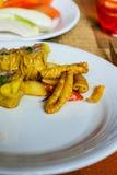Voedsel in witte plaat Royalty-vrije Stock Foto's