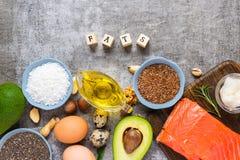 Voedselbronnen van Omega 3 en onverzadigde gezonde vetten Concept gezond voedsel Keto of Ketogenic dieet royalty-vrije stock foto