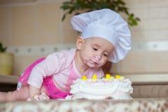 Voedselfoto Kind en cake Royalty-vrije Stock Afbeelding