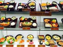 Voedselmodellen in restaurantvenster Stock Foto